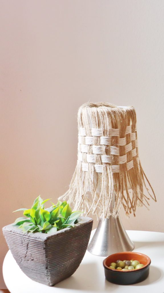 Hippie style lamp with chessboard pattern made of jute twine