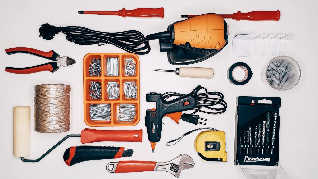 Organizes tools | Organizing tools in a small apartment