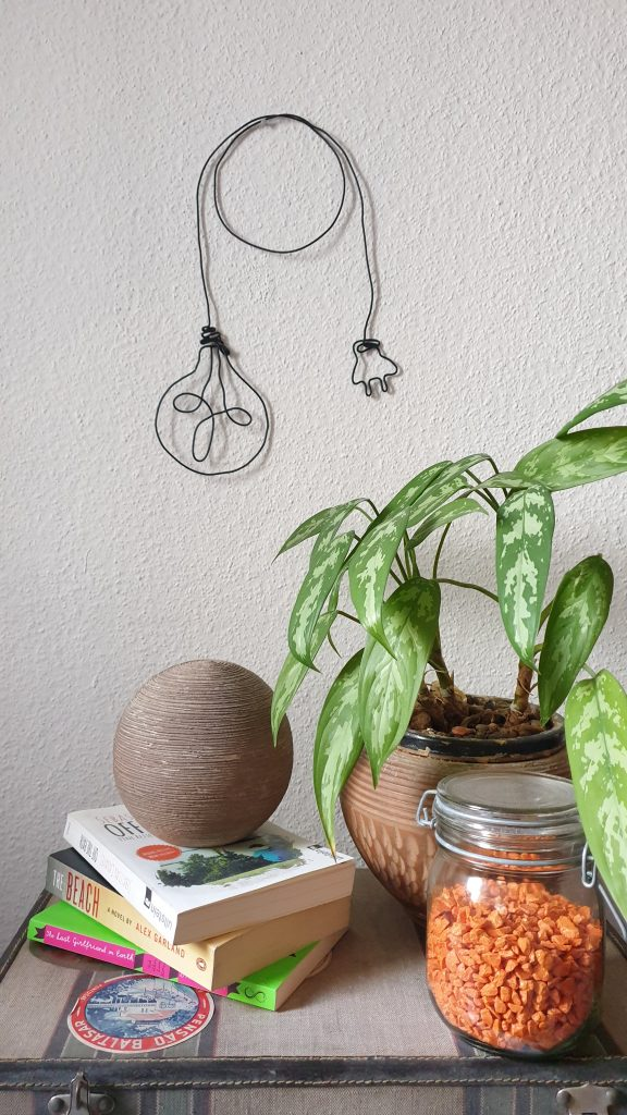 Ommik on YouTube: Wall decor with wire