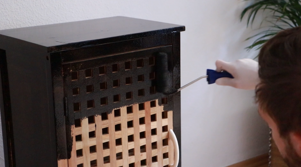 Painting a furniture with a black glaze