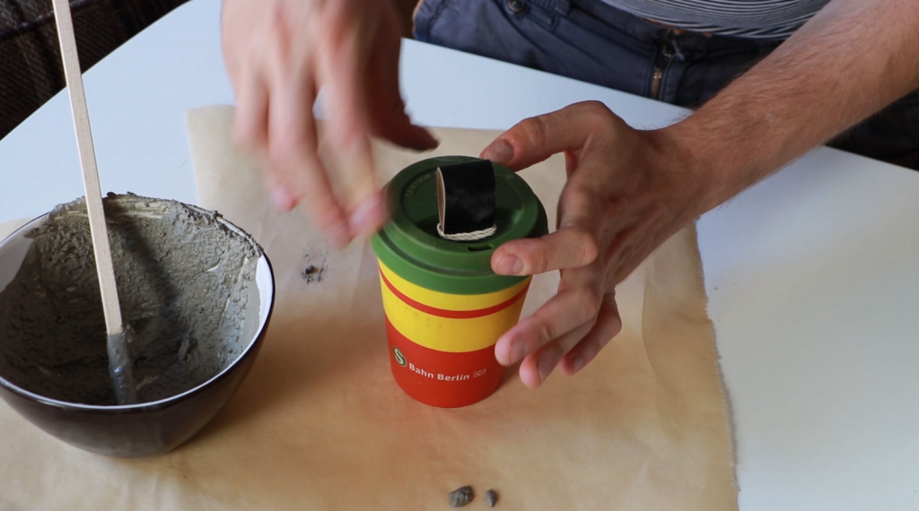 Putting a lid to the coffee cup
